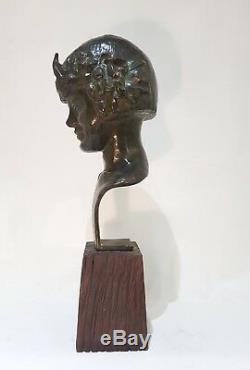 Buste de jeune nymphe. Bronze Art Déco à belle patine verte signé Schmitt