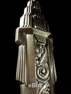 L. Hugue Grande Applique Art Déco En Bronze Nickelé Et Tulipe En Verre Pressé