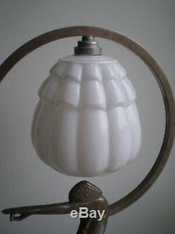 LAMPE ART DECO FEMME STYLISE 1930 BRONZE ARGENTE OPALINE LUMINAIRE ANCIEN 43cm