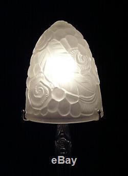 Lampe Art Déco En Bronze Argenté Et Obus En Verre Moulé Pressé 1930