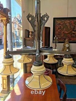 Lustre Art Deco Moderniste bobèches Opaline Bronze patiné décor Perroquets