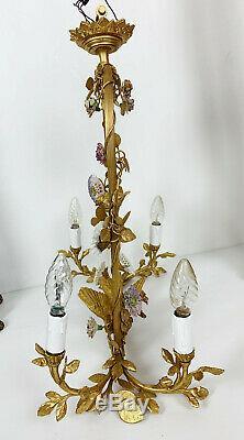 Lustre Époque Art Déco En Bronze Doré À Décor D'oiseaux Et Fleurs En Porcelaine