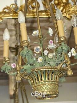 Lustre Forme Corbeille En Bronze Et Fleurs En Porcelaine Style Louis XVI