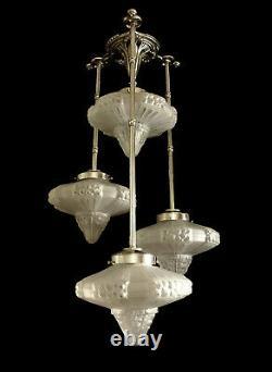 Lustre Ou Suspension Art Déco En Bronze Nickelé Et Globes En Verre Pressé 1930