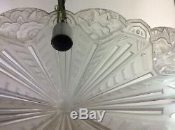 Lustre art déco Robert, des années 30, en verre moulé et bronze nickelé