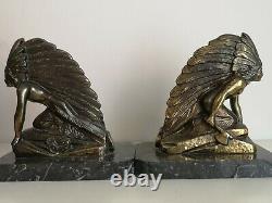 Paire de serre livres art déco les indiens, régule patine bronze, socle marbre